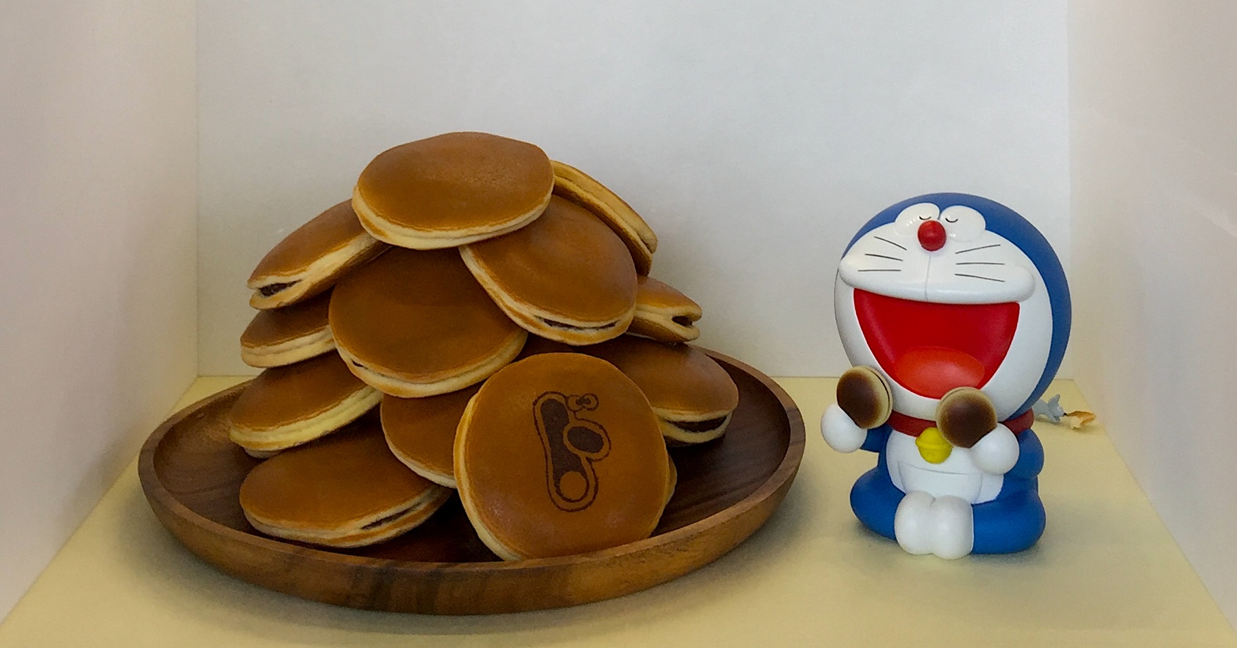 Doraemon with cakes